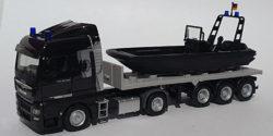 MAN TGX Sattelzug mit Einsatzboot Bundespolizei / SEK
